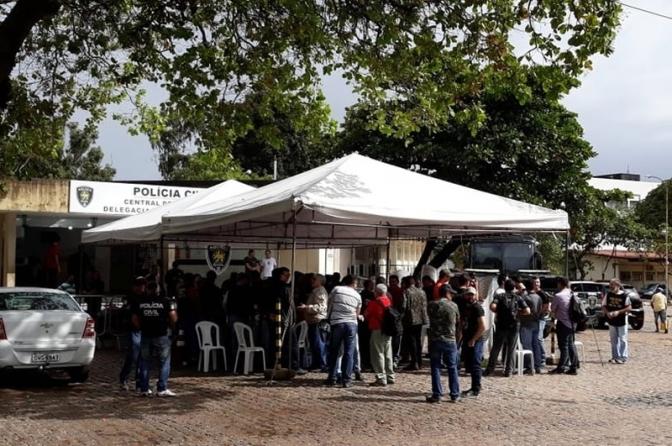 Policiais civis fecham delegacias em Natal em protesto contra falta de pagamento