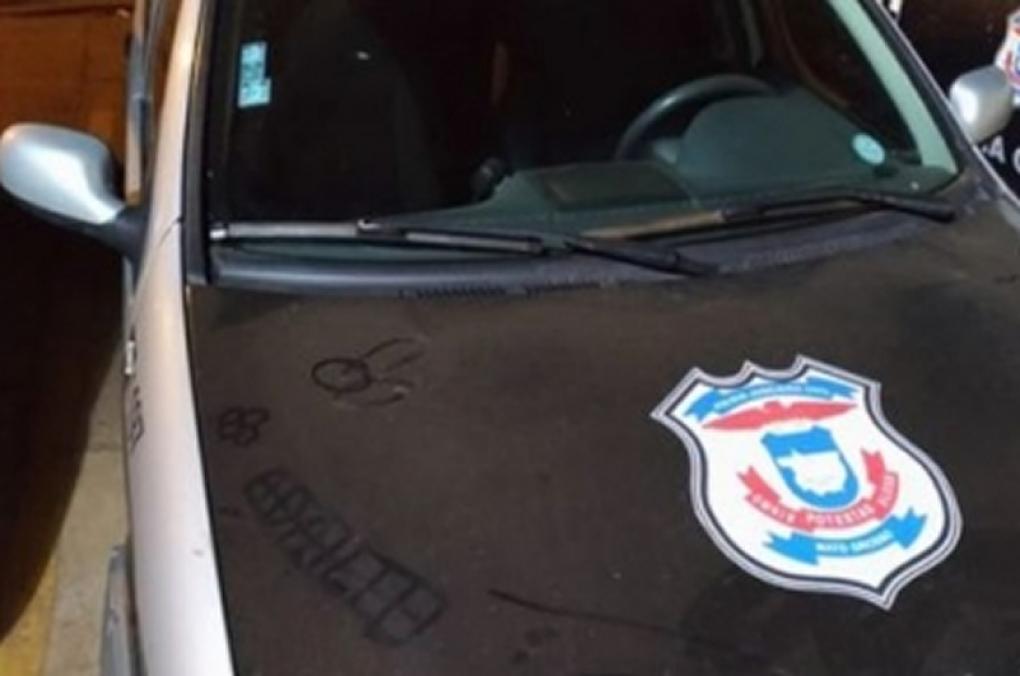 Homem é preso por desenhar imagem de pênis em viatura da Polícia Civil