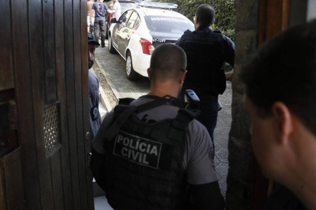 Autorização de entrada legal de policial em imóvel; sem mandado e sem flagrante, nos moldes da Lei de Abuso de Autoridade