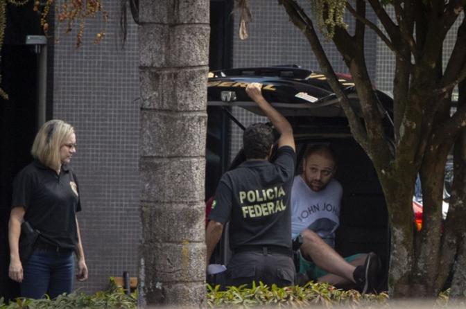 Hacker diz à polícia que deu a site acesso a conversas de Moro