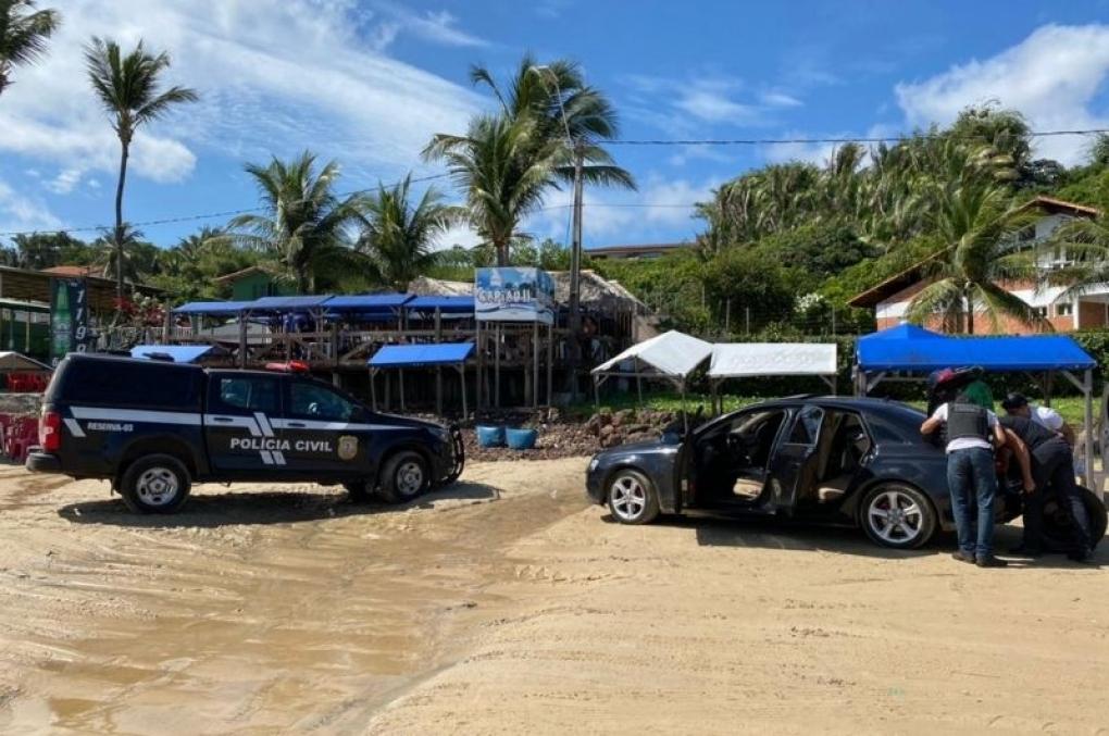 Policiais civis do MA prendem em flagrante suspeito de portar arma de fogo em praia de São Luís