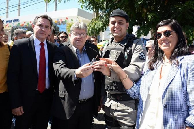 Governador da PBlança Operação São João, entrega viaturas e promovepoliciais