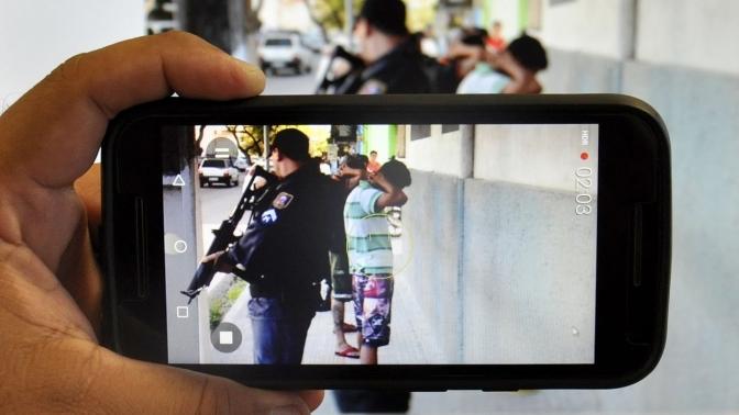 Motorista é preso após 'selfie' em blitz para alertar amigos