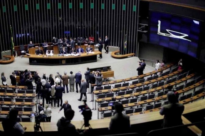 Quarentena de 5anos para candidaturas de promotores, juízes e policiais entra de última hora no Código Eleitoral