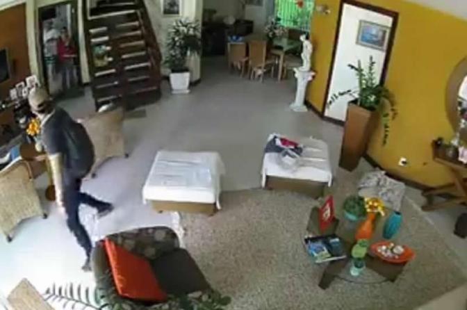 Dois chilenos são presos suspeitos de roubar residências em Niterói