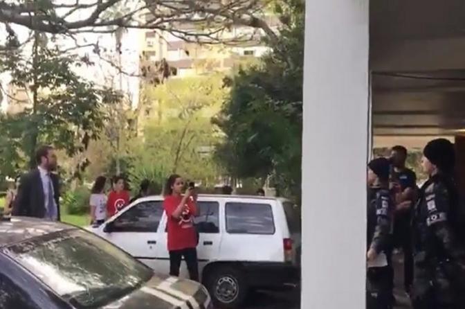 """Advogado de manifestantes é preso no RS após chamar policiais de """"cambada de cachorros"""""""