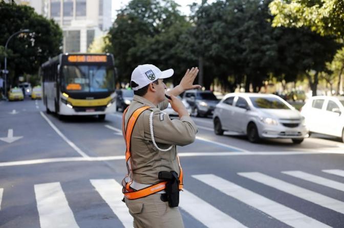 Há crime de desobediênciado Código Penal sobre ordem de parada por policial em atividade de trânsito?