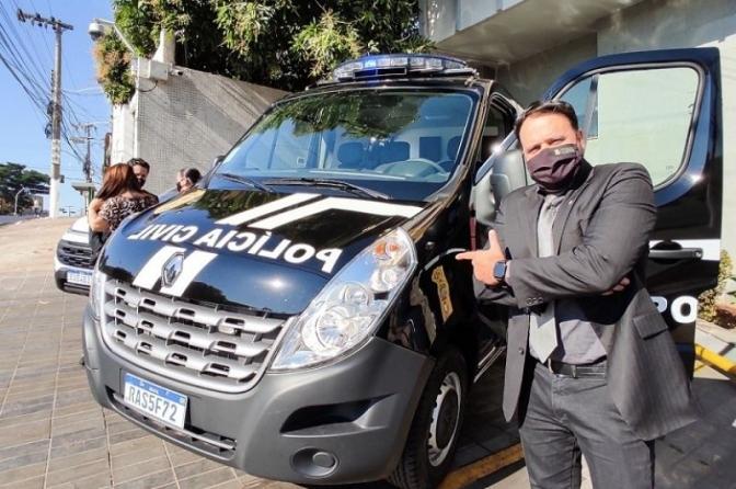 Delegado Claudinei garante veículo inédito para o transporte de presos da Polícia Civil do MT
