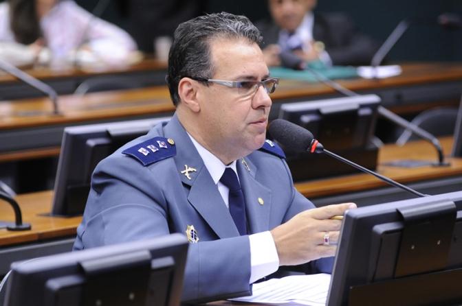 Deputado federal quer equiparar oficiais da PM com delegados! Adpesp repudia!