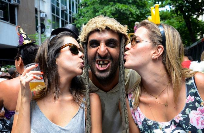 'Paquera' ou 'cantada' no Carnaval pode ser crime; veja os casos!