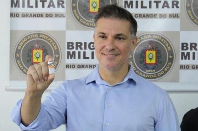 Covid: Prefeito de Bagé é investigado por mandar vacinar policiais! Só o que faltava!