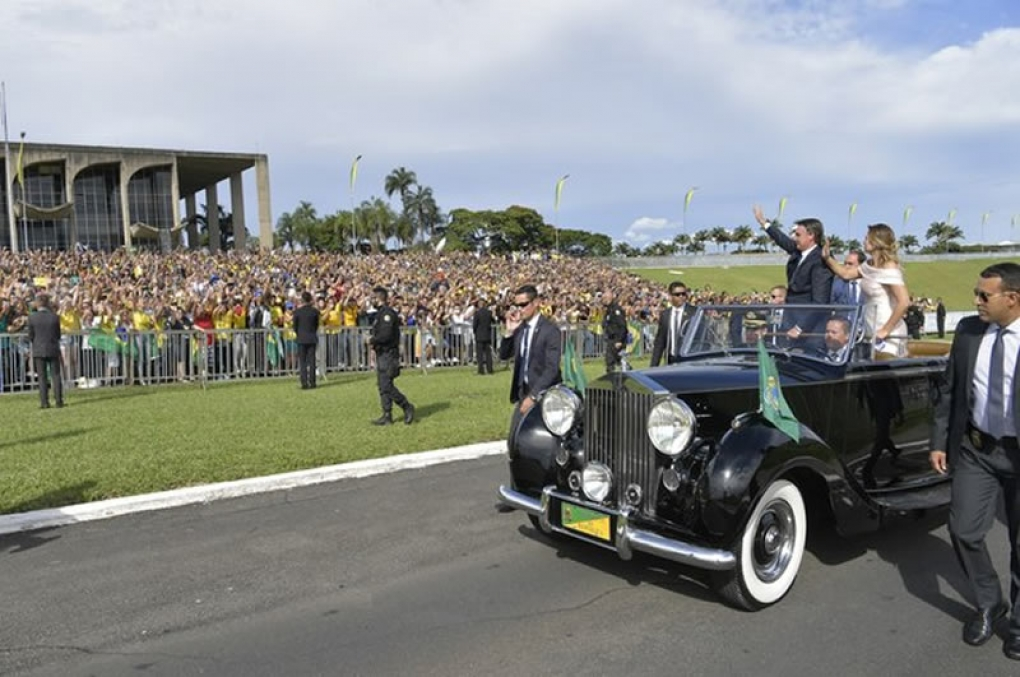 Bolsonaro toma posse como novo Presidente do Brasil!