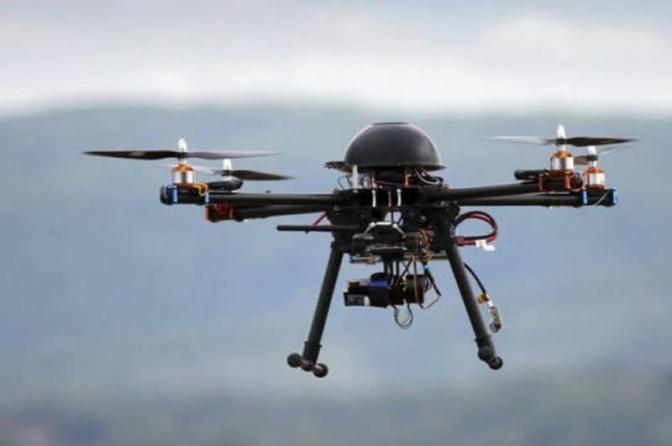 Witzel e Flávio Bolsonaro vão a Israel comprar drone que dispara tiros