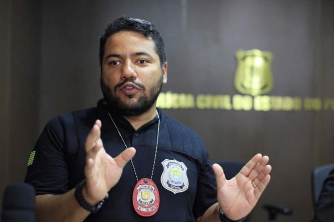 """Mulher é presa após """"atacar"""" delegado em rede social para se vingar de ex"""
