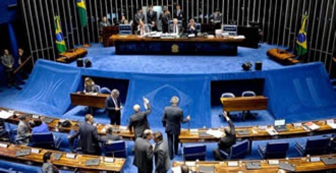 Metade do Senado assina pedido para votar em plenário fim do foro privilegiado