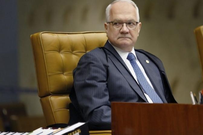Fachin vota para considerar inconstitucionais os recentes decretos de Bolsonaro sobre armas