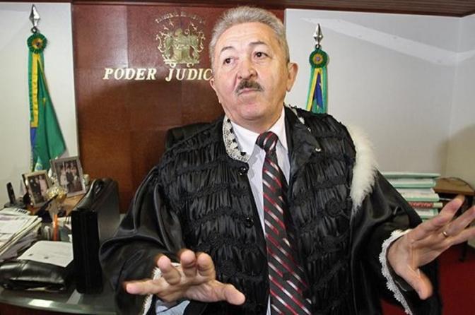 Desembargador herói, que já foi delegado, evita soltura coletiva de presos por causa da covid