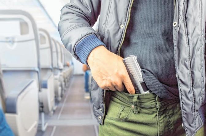Aprovada suspensão de norma que limitou porte de arma para policiais em avião