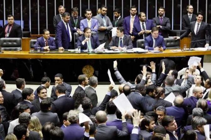 Projeto sobre abuso de autoridade é aprovado e vai para Bolsonaro; veja as situações previstas