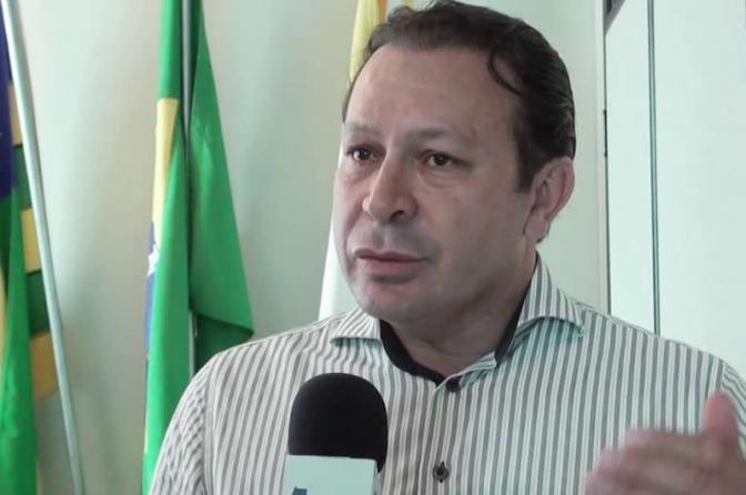 Prefeito em Goiás tentou comprar vaga de delegado para a mulher, diz investigação