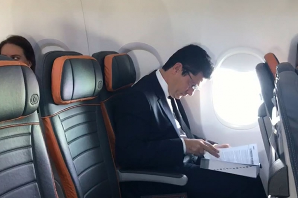 Sérgio Moro chega ao Rio para reunião com Bolsonaro e diz que 'não tem nada decidido'