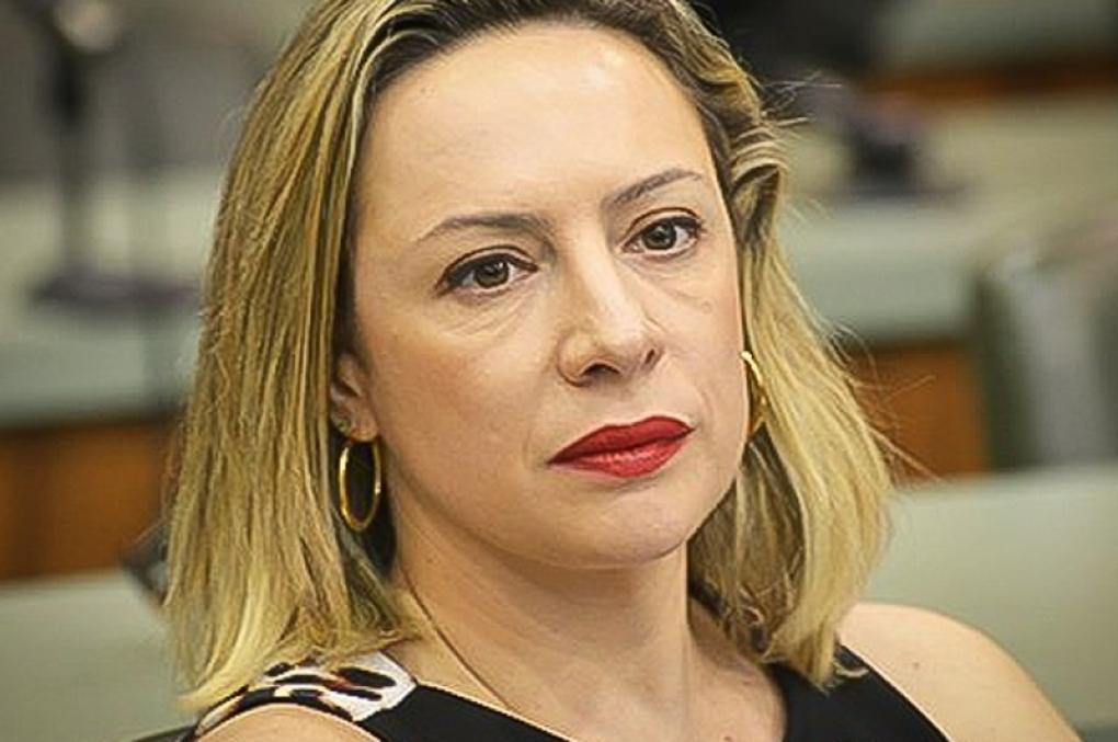 """Delegada Adriana Accorsi recebe ameaças de morte! """"Já comprou caixão de suas filhas?"""""""