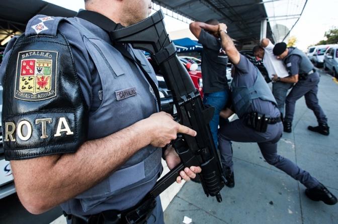 Criado procedimento de abordagem de um policial a outro policial; vejam as regras!