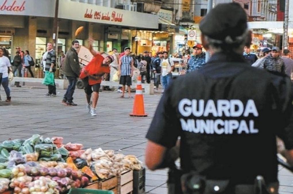 """'Chamar Guarda Municipal de """"bosta"""" não é desacato, ainda pode ser um elogio'"""