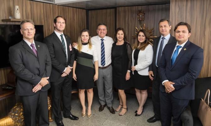 Presidenta da ADPJ, Cinthia de Lima busca direitos da classe junto ao Senado