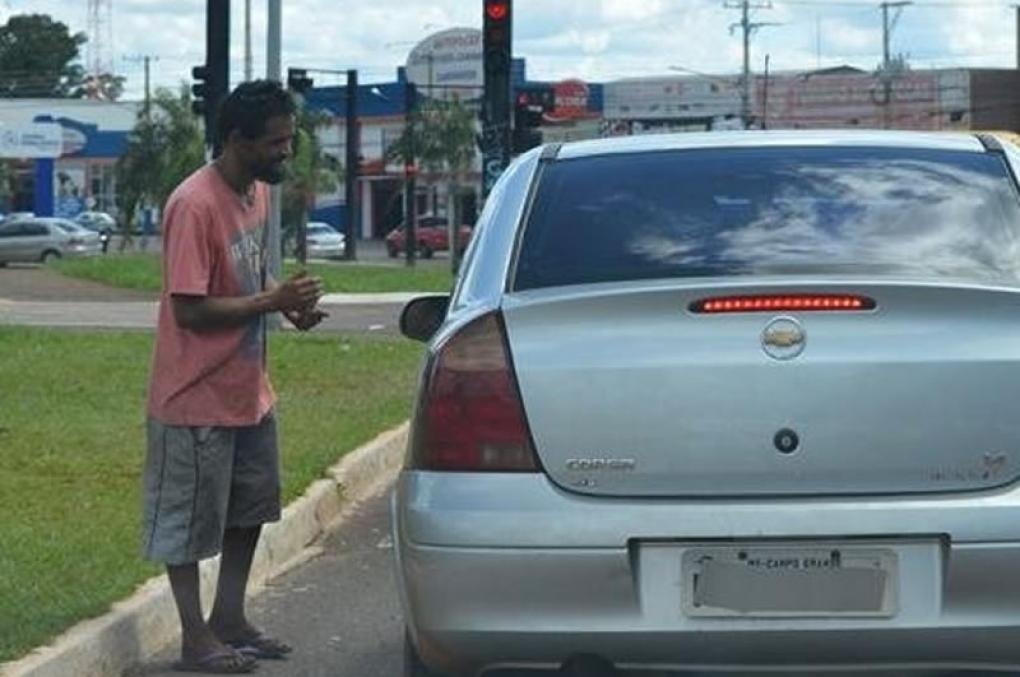 Delegado de Goiás é agredido ao se recusar a dar dinheiro a pedinte