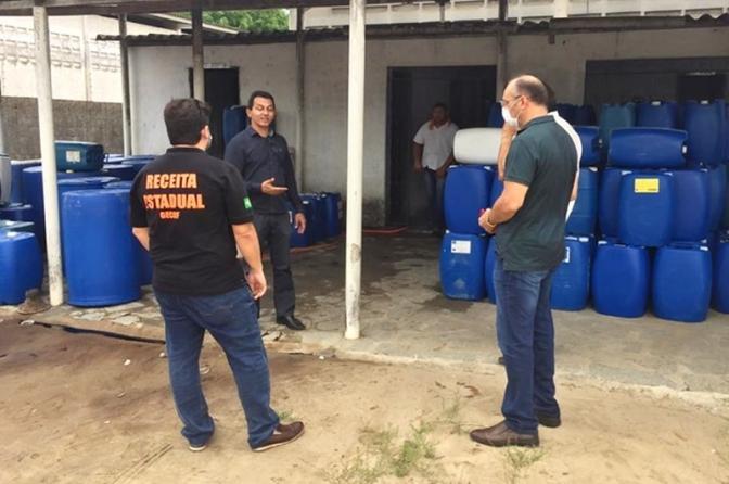 Operação interdita fábricas irregulares de álcool na Grande João Pessoa e proprietário é preso