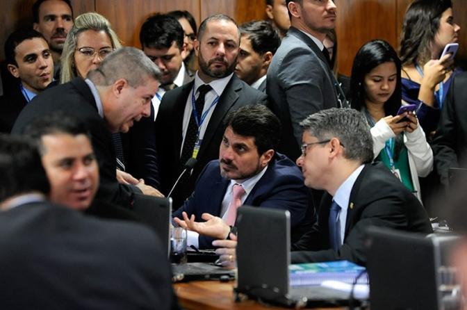 Senado decide na quarta se derruba ou mantém decreto de armas de Bolsonaro