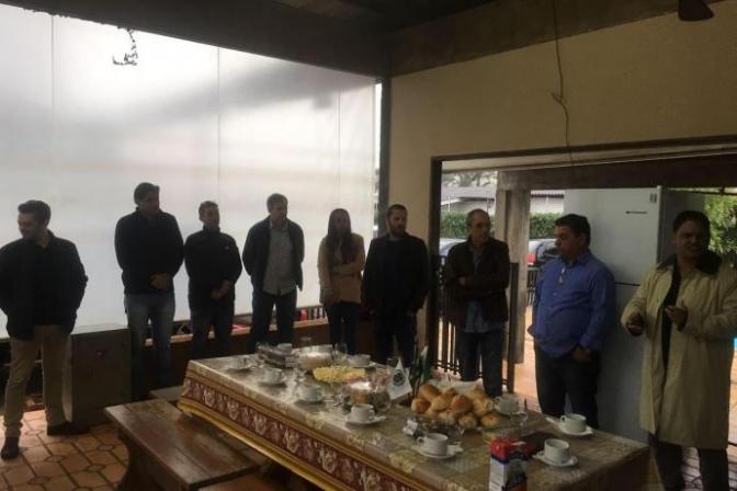 Delegado Marcos Fontes se reúne com autoridades e imprensa em café da manhã