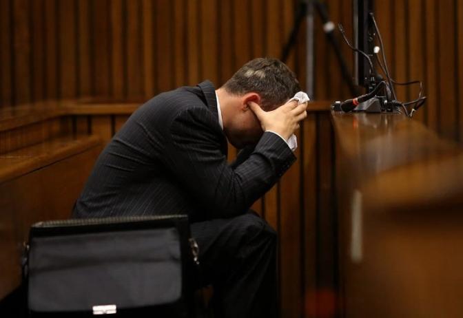 Bêbado, advogado vomita em delegacia após fugir da Polícia Rodoviária