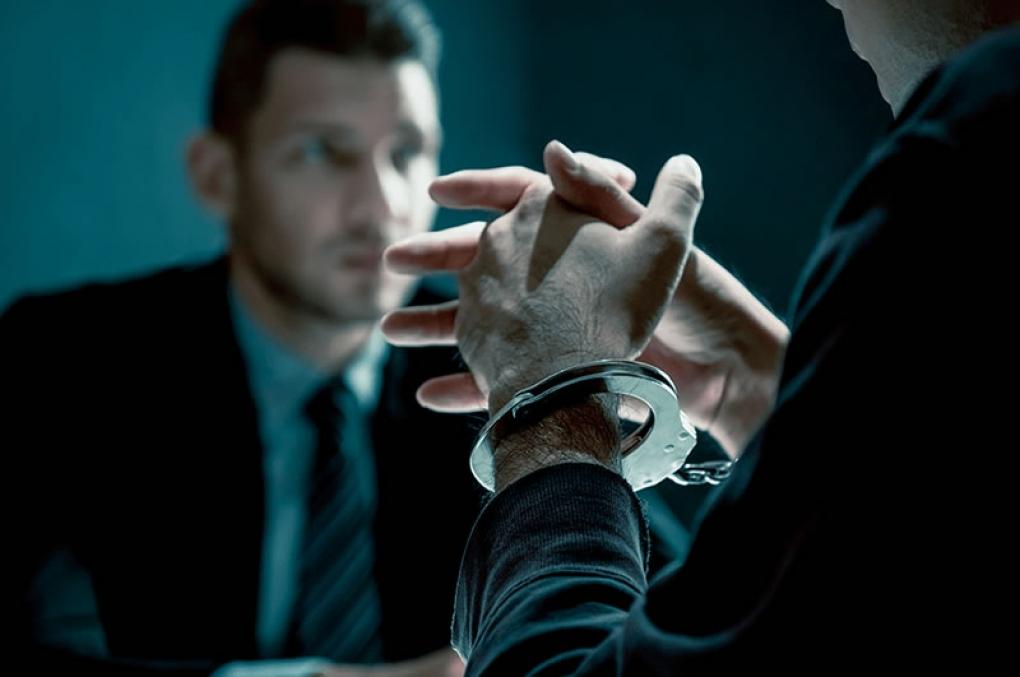 Constrangimento a depoimento ou prosseguimento indevido de interrogatório