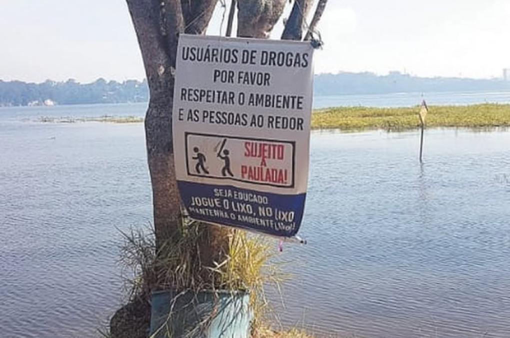 Parque em SP ameaça usuários de drogas em placa: 'sujeito a paulada'