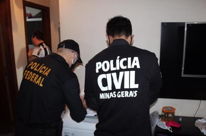 Polícias Federal e Civis cumprem 600 mandados em operação contra facção com bloqueio de R$ 252 milhões