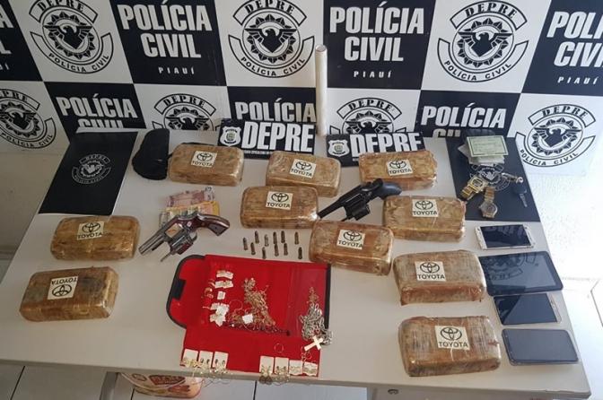 Suspeita de vender drogas no próprio comércio em Teresina é presa com 10 tabletes de crack