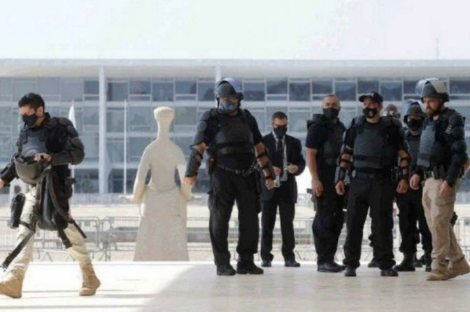Segurança do STF ganha reforço da tropa de elite da Polícia Federal e vive dia de 'guerra'