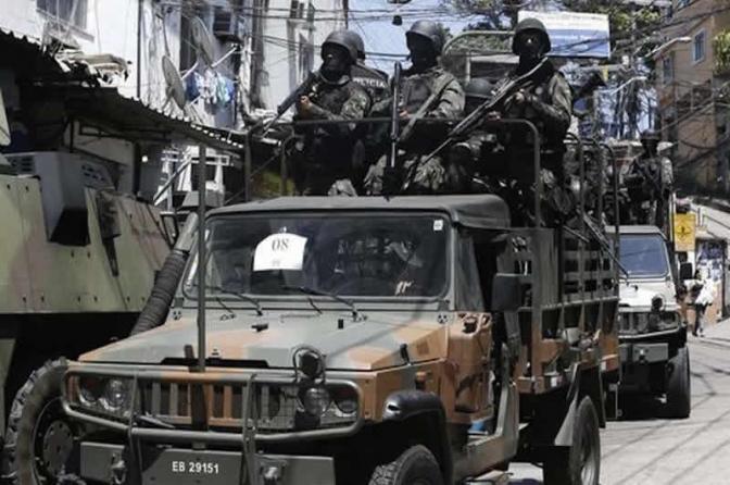 Operações no Rio vão precisar de mandados de busca e apreensão coletivos, diz Ministro da Defesa