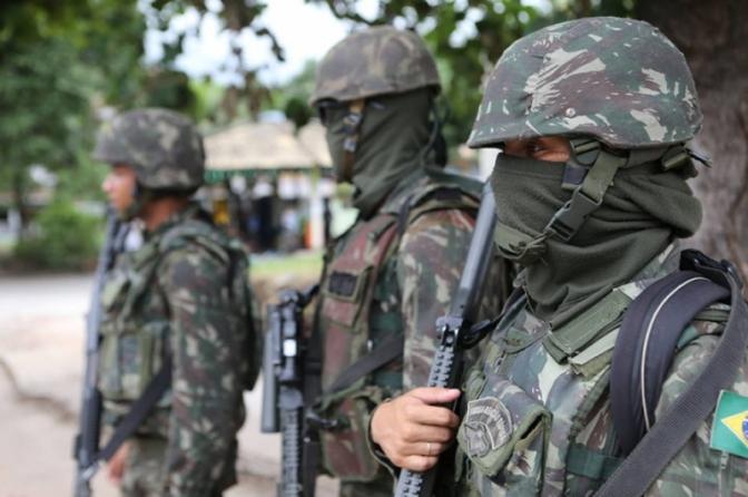 Policiais Civis prendem militares do Exército suspeitos de fraudar certificados de armas para CACs