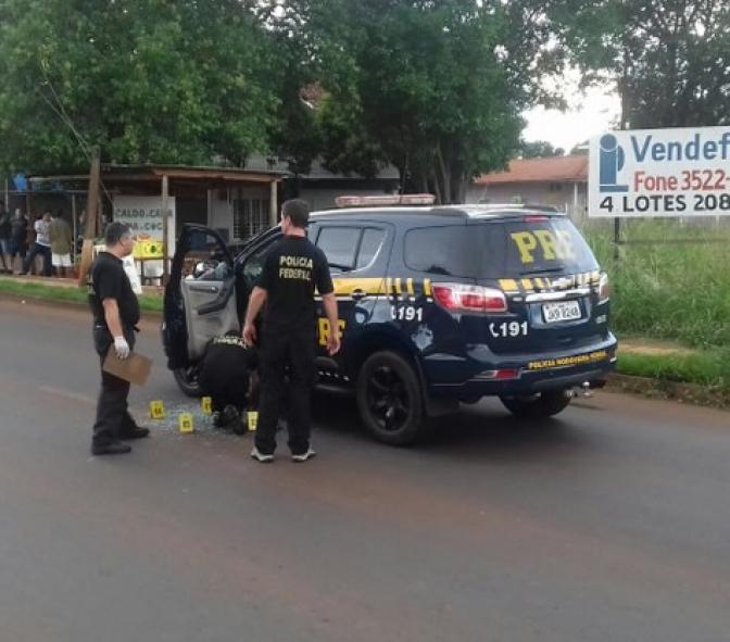 Homem furta viatura da PRF e é baleado após perseguição no Paraná