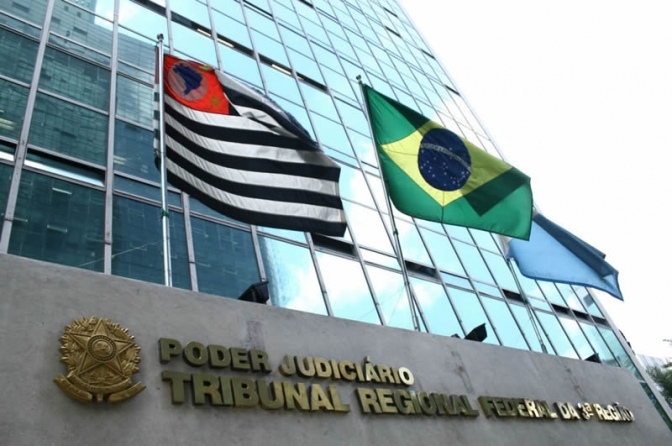 Procurador esfaqueia juíza federal dentro do TRF