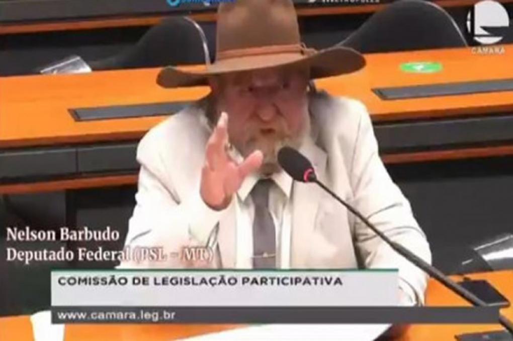 """Deputadochama delegado da PF de """"frango em mudança"""" e leva invertida; veja o vídeo"""