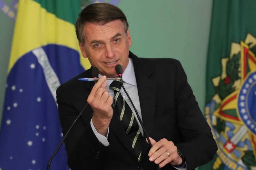 Bolsonaro facilita porte de arma para mais categorias; veja o decreto
