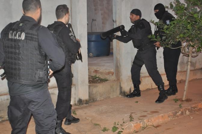 Polícia Civil cumpre 94 mandados de prisão e sequestra bens de facção criminosa em MT