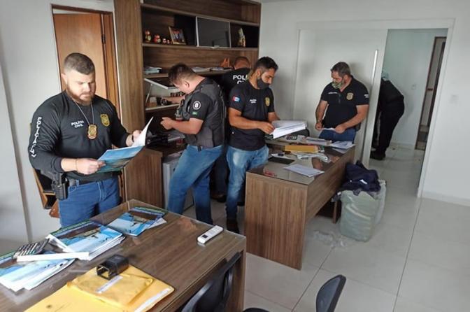 Policiais Civis realizam operação contra grupo ligado a acusados na Lava Jato que movimentaram R$ 800 milhões