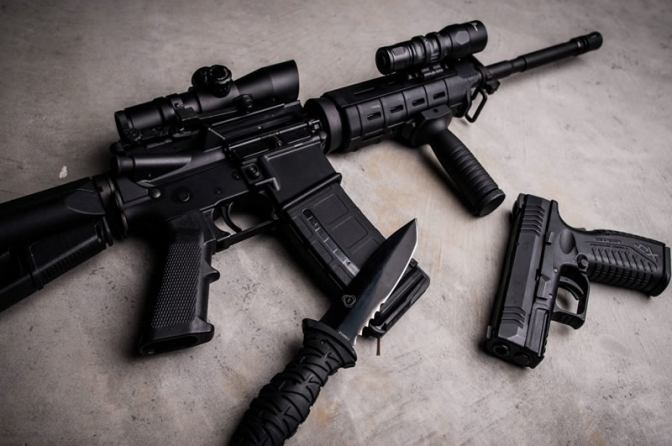 Agora não tem fiança em porte ilegal de arma de uso restrito