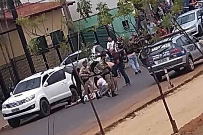 Delegado é alvejado a tiros por militares que 'investigam' roubo a carro-forte
