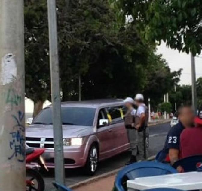 Homem é levado para delegacia após divulgar em site blitz em Porto Alegre